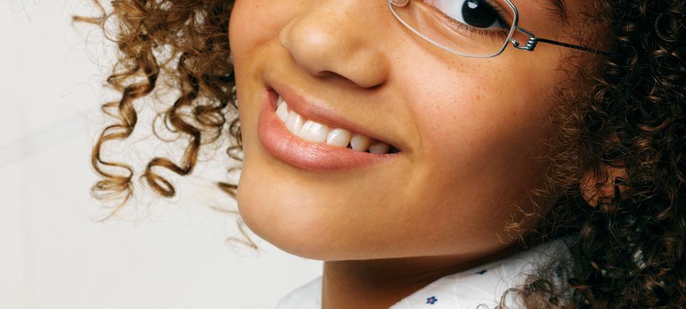 d61191bed5e8 25 års udvikling af briller og kontaktlinser